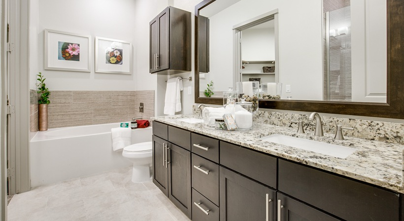 Bathroom - 1414 Texas Downtown Apartments