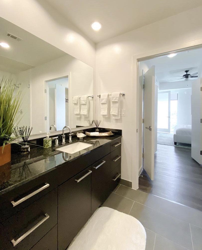Kitchen - Avenue Grove Apartments