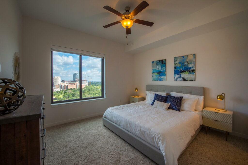 Bedroom - Vantage Med Center Apartments