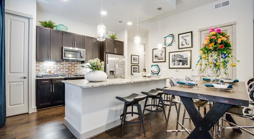 Kitchen - 1414 Texas Downtown Apartments