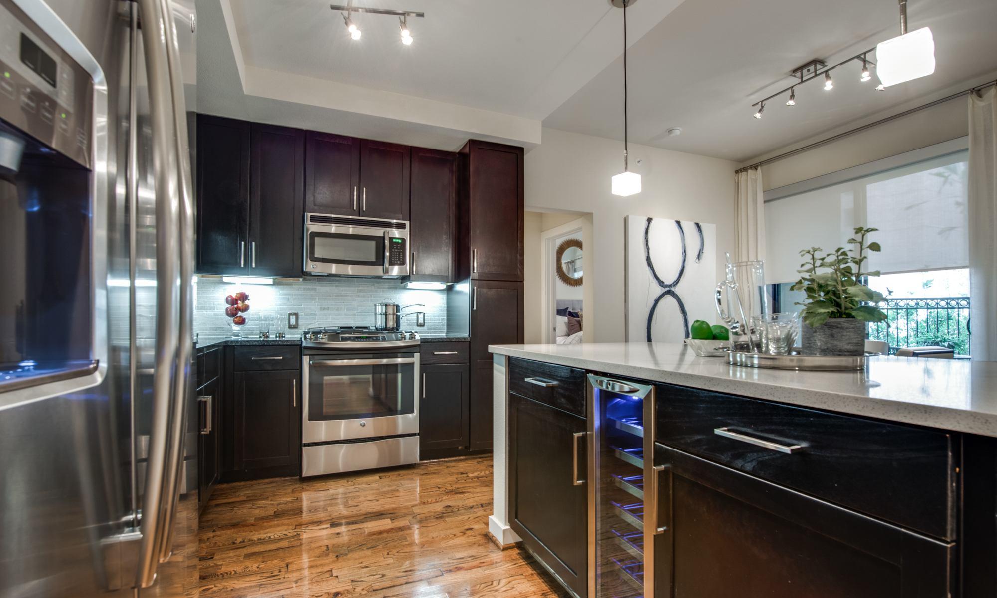 Kitchen - 500 Crawford Apartments