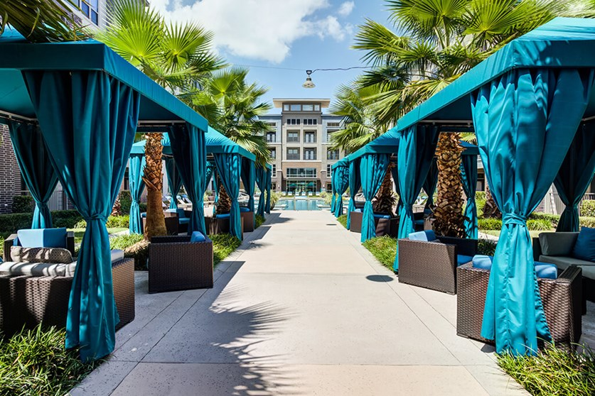 Outdoor Cabanas - Everly Apartments