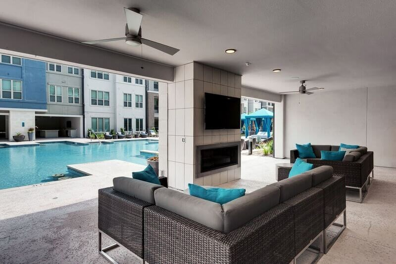 Outdoor Lounge - Everly Apartments