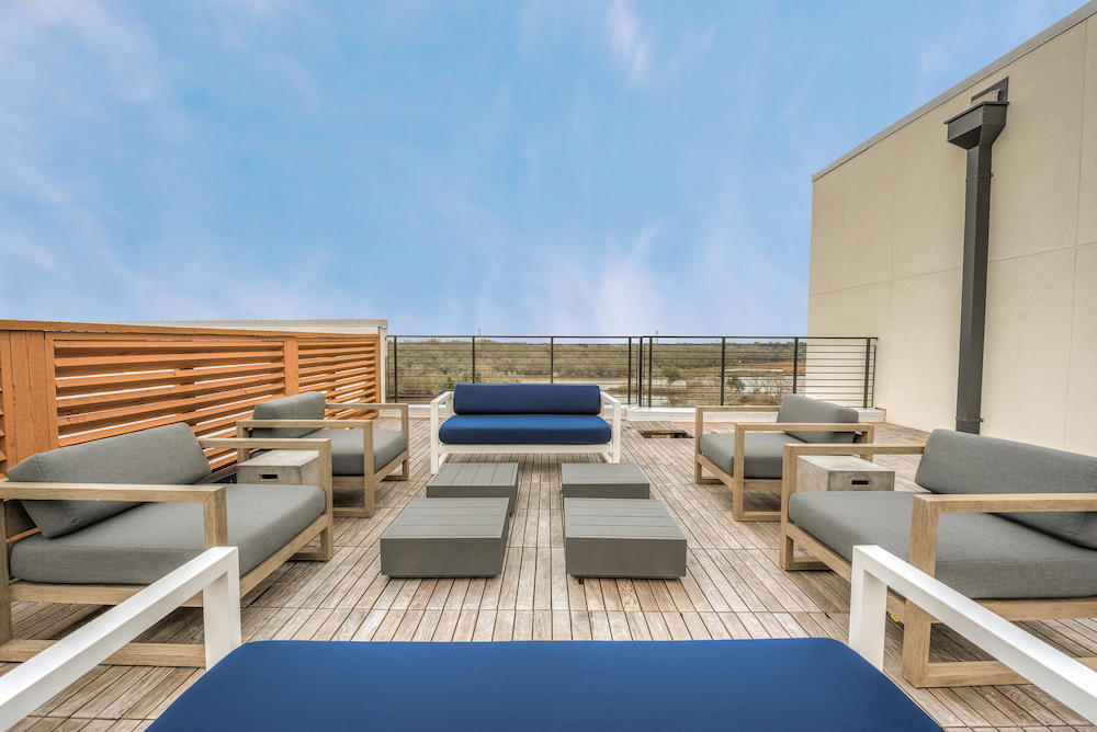 Outdoor Lounge - Marina Bend at Clear Creek