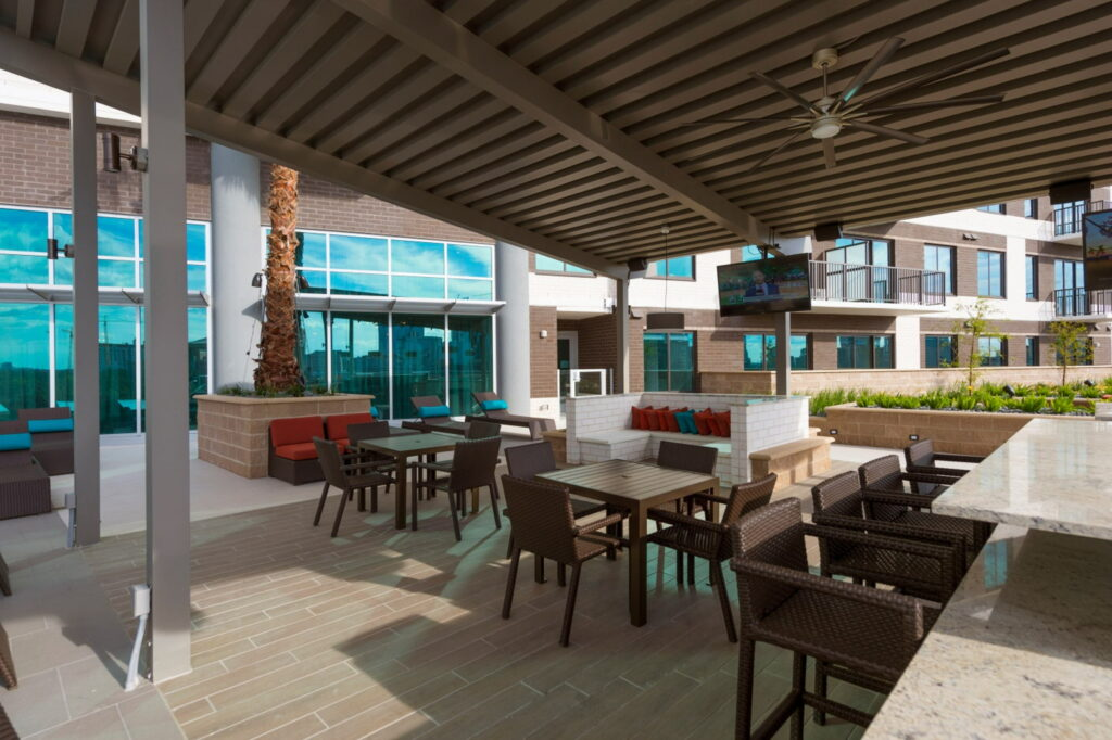 Outdoor Lounge - Vantage Med Center Apartments
