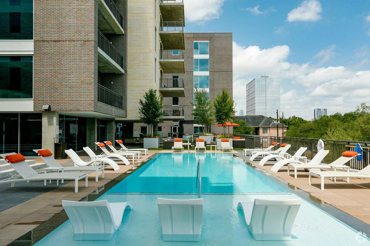 Pool - Avenue Grove Apartments