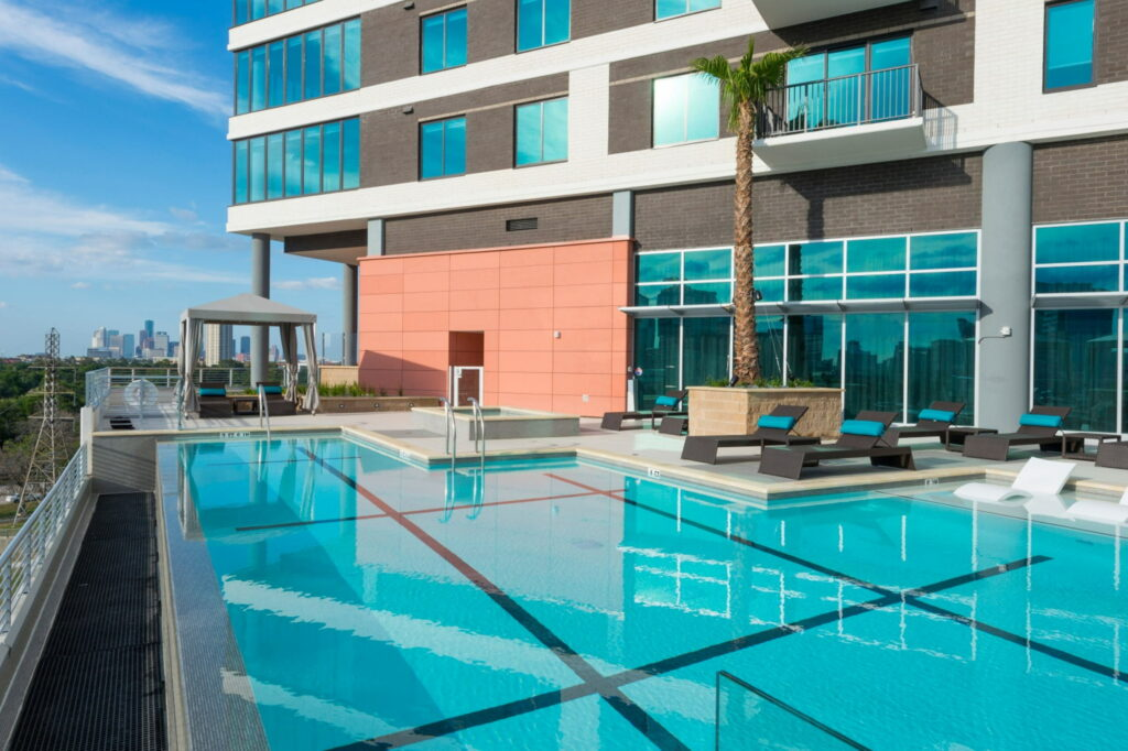 Pool - Vantage Med Center Apartments