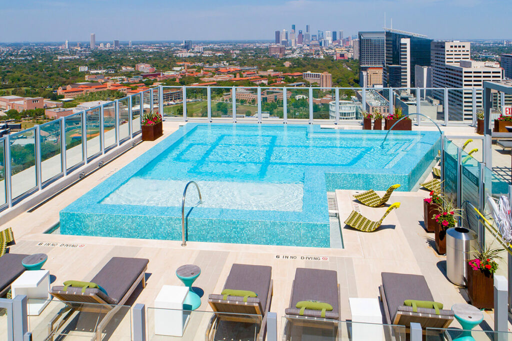 Rooftop Pool - Latitude Med Center