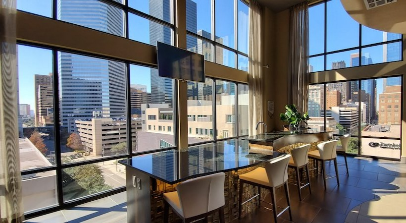 Sky Lounge - 1414 Texas Downtown Apartments